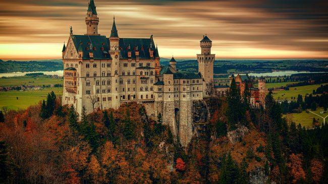 """<a href=""""http://www.neuschwanstein.de/""""> Schloss Neuschwanstein </a>"""