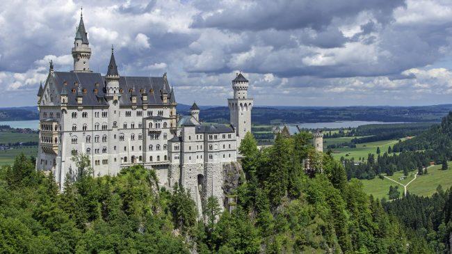 """<a href=""""https://www.neuschwanstein.de/""""> Schloss Neuschwanstein</a>"""